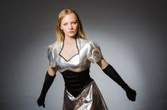 Donna di tecnologia in futuristico Immagini Stock