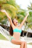 Donna di vacanza sulla spiaggia Fotografia Stock