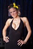 Donna di vedova in vestito sexy nero Immagini Stock Libere da Diritti