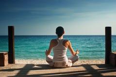 Donna di yoga Fotografie Stock Libere da Diritti