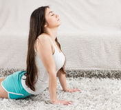 Donna di yoga che medita stile di vita sano di rilassamento Fotografia Stock