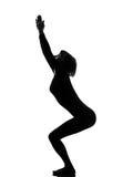 Donna di yoga di posizione della presidenza di Utkatasana Fotografia Stock