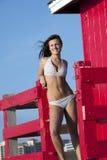 Donna di Youmg in bikini immagini stock libere da diritti