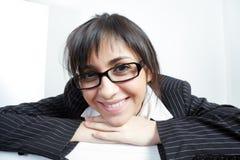 Donna divertente del brunette in occhiali fotografie stock