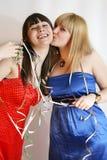 Donna due che celebra compleanno Fotografia Stock