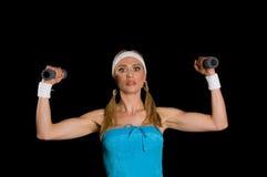 Donna durante l'esercitazione di forma fisica fotografia stock libera da diritti