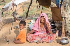 Donna e bambino indiani del mendicante in Pushkar, India Fotografia Stock Libera da Diritti