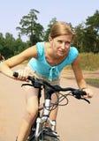 Donna e bicicletta Fotografia Stock Libera da Diritti