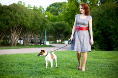 Donna e cane Immagini Stock Libere da Diritti