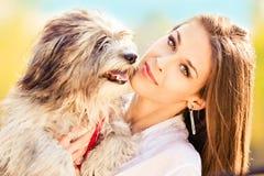 Donna e cane Fotografia Stock Libera da Diritti