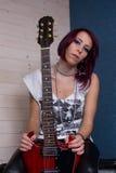Donna e chitarra immagine stock