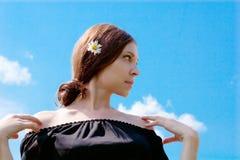 Donna e cielo immagine stock libera da diritti