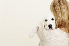 Donna e cucciolo Fotografia Stock