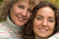 Donna e figlia graziose Immagine Stock