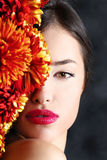 Donna e fiori Immagini Stock