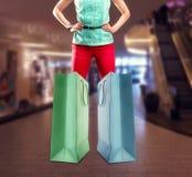 Donna e grandi sacchetti della spesa Fotografia Stock