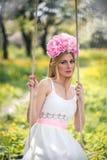 Donna e natura con Fotografie Stock Libere da Diritti