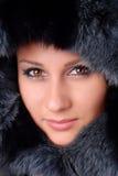 Donna e pelliccia nera Fotografia Stock