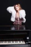 Donna e piano Fotografia Stock