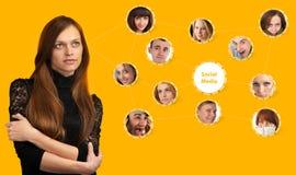 Donna e rete sociale fotografie stock libere da diritti