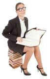Donna e un mucchio dei libri Fotografia Stock Libera da Diritti
