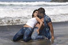 Donna ed uomo nella spiaggia Fotografia Stock Libera da Diritti