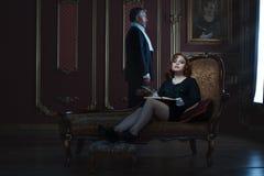 Donna ed uomo ricchi e nobili immagini stock
