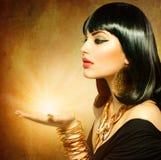 Donna egiziana di stile Fotografie Stock Libere da Diritti