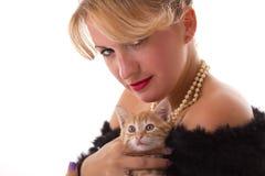 Donna elegante con il gatto Immagini Stock