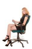 Donna elegante con il touchpad del computer del pc della compressa Fotografia Stock Libera da Diritti