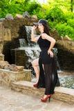 Donna elegante in parco Fotografia Stock Libera da Diritti