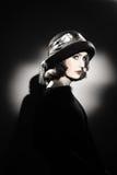 Donna elegante in ritratto di modo del cappello fotografia stock libera da diritti