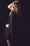 Donna elegante in ritratto scuro fotografia stock