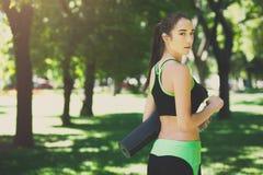 Donna esaurita dopo addestramento di yoga Immagine Stock Libera da Diritti