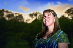 Donna esterna al tramonto Fotografia Stock