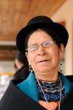 Donna etnica dalle aree del villaggio di Saraguro nell'Ecuador Immagine Stock