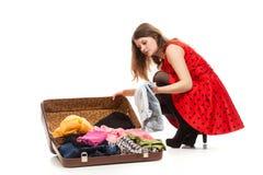 Donna faticosa con bagagli Fotografia Stock Libera da Diritti