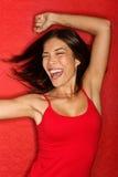 Donna felice ballante nel colore rosso Fotografia Stock
