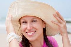Donna felice in cappello Fotografia Stock Libera da Diritti