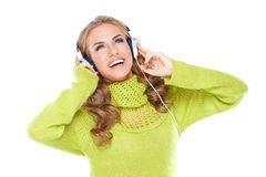 Donna felice che gode della sua musica Fotografia Stock