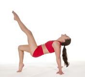 Donna felice che mostra esercizio relativo alla ginnastica Fotografia Stock