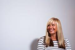 Donna felice che osserva in su Immagine Stock Libera da Diritti