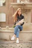 Donna felice con i fiori Fotografia Stock