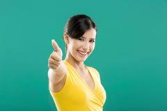 Donna felice con i pollici su Fotografia Stock Libera da Diritti