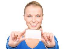 Donna felice con il biglietto da visita Immagini Stock Libere da Diritti