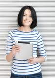 Donna felice con il computer del pc della compressa Immagine Stock Libera da Diritti