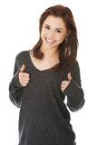 Donna felice con il segno giusto della mano Immagine Stock Libera da Diritti