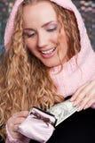 Donna felice con la borsa ed i contanti Fotografia Stock Libera da Diritti