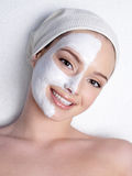 Donna felice con la mascherina cosmetica Immagine Stock Libera da Diritti