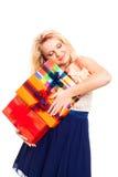 Donna felice con la pila di contenitori di regalo Immagini Stock